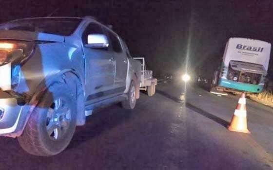 Acidente entre ônibus da TransBrasil, moto e pickup deixa um morto em Cuiabá