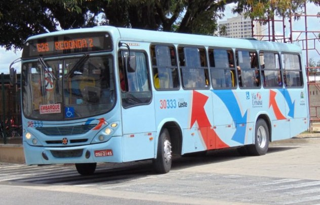 Fortaleza: Passageira idosa tem trauma na coluna após ônibus passar em buraco