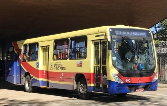 SP: Homem furta ônibus e acaba causando acidente em São José do Rio Preto