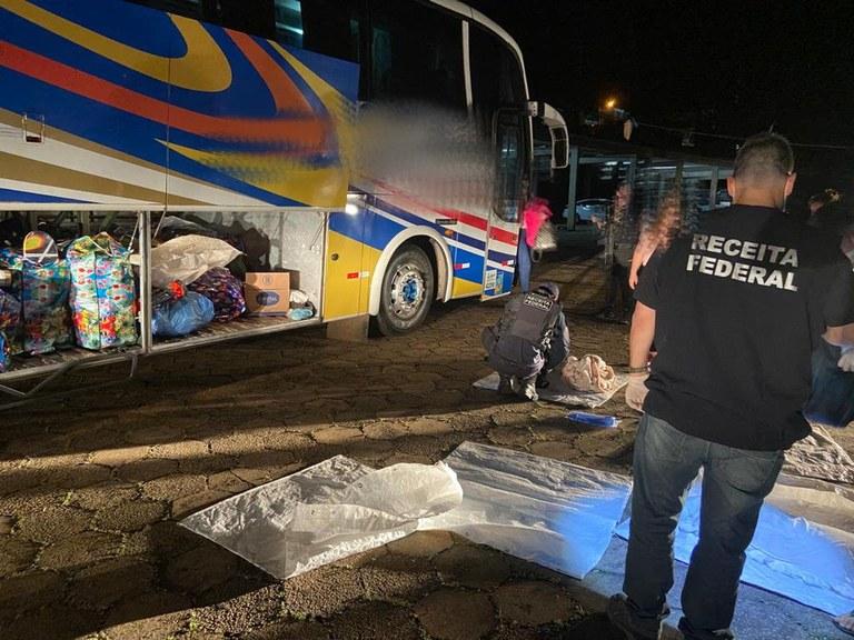 SC: Receita Federal apreende ônibus de turismo com mercadorias na região de Chapecó