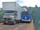 SP: Acidente entre caminhão e ônibus chama atenção no município de Piraju