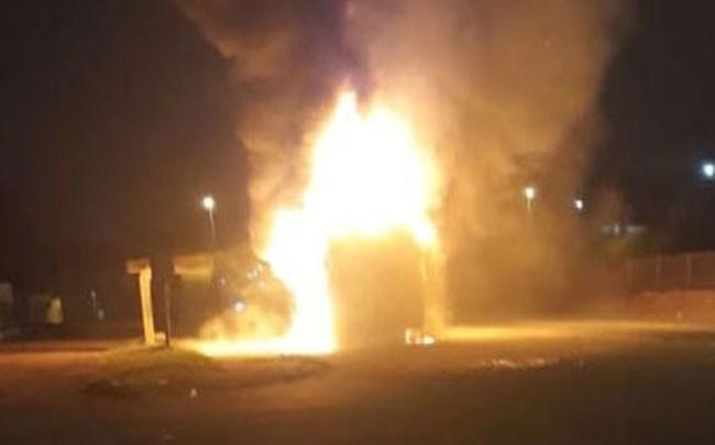 SP: Ônibus da Viação Miracatiba é incendiado em Taboão da Serra