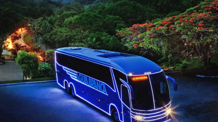 ES: Viação Aguia Branca inicia campanha de natal com ônibus iluminado
