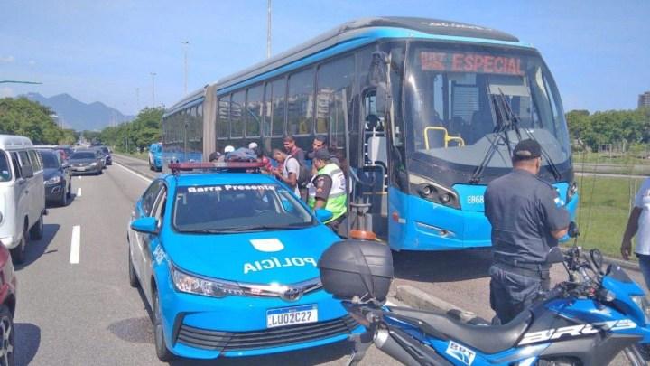 Rio: Ônibus do BRT foi furtado no Terminal Alvorada, após paralisação nesta tarde