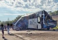 SP: Seis sobreviventes do acidente entre ônibus e caminhão em Taguaí, permanecem internadas no interior