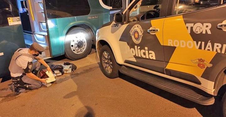 SP: Polícia Militar Rodoviária apreende três bolivianos com entorpecentes em ônibus