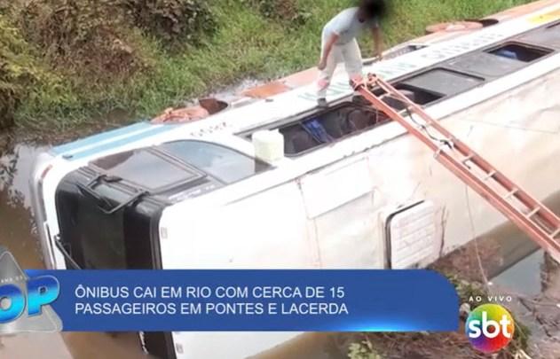 MT: Ônibus cai em rio no município de Pontes e Lacerda deixando cinco feridos