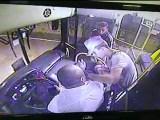 Caruaru: Dupla assalta ônibus no terminal do Residencial Alto do Moura