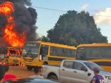 MT: Ônibus escolares são destruídos pelo fogo em Peixoto de Azevedo