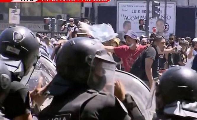 Tumulto na despedida de Maradona altera linhas de ônibus de Buenos Aires