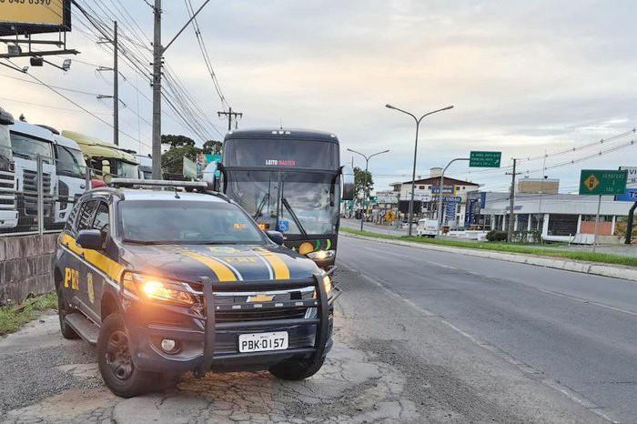 RS: PRF apreende passageiro de ônibus durante fiscalização na BR-116