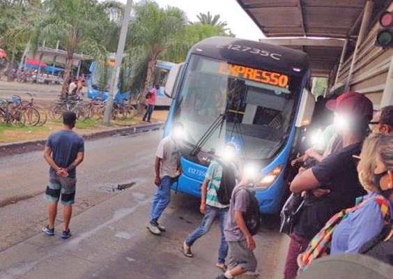Vídeo: BRT Rio segue com atrasos, ônibus lotados e veículos quebrados nesta quinta-feira