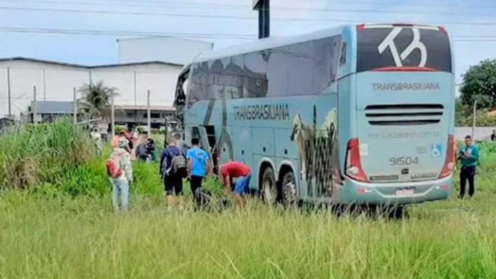 Vídeo: Acidente entre duas carretas e um ônibus deixa um morto na BR-153 em Araguaína