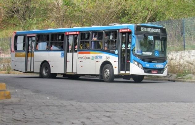 Grande Recife: Rodoviários impedem a saída de ônibus sem cobrador nesta manhã