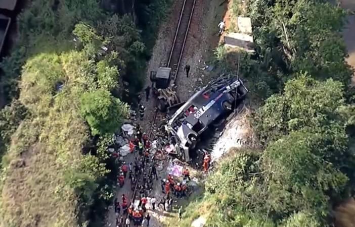 João Monlevade: Seis pessoas pularam do ônibus antes de o coletivo cair do viaduto