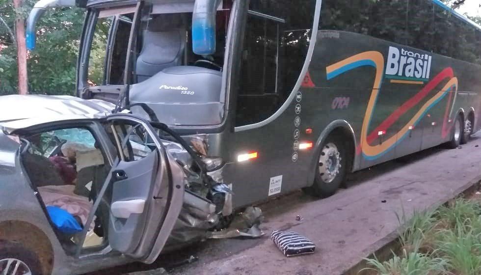 GO: Acidente com carro e ônibus da TransBrasil deixa três mortos na BR-153 em Porangatu