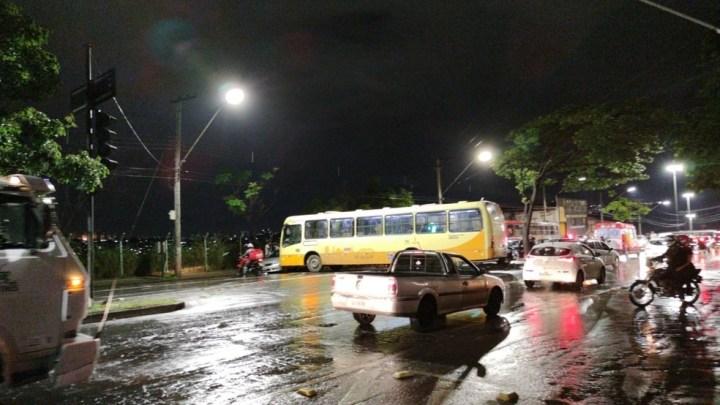 Belo Horizonte: Acidente com ônibus e carros no Barreiro chama atenção