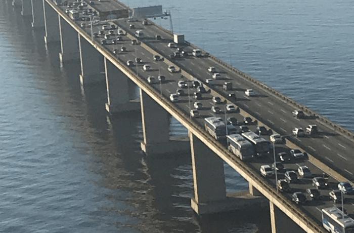 Ocorrência na Ponte Rio x Niterói deixa o trânsito lento no sentido Rio nesta manhã de terça-feira