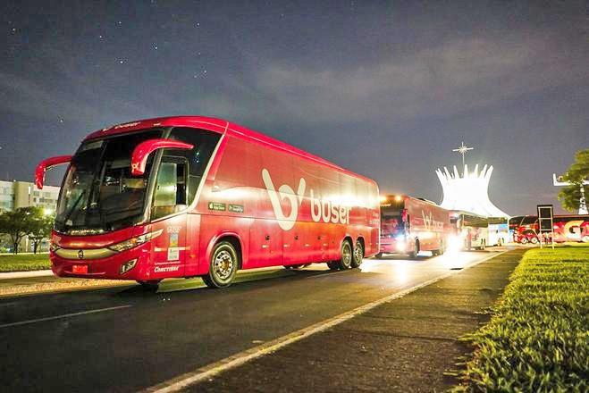 Brasília: Empresas de ônibus que utilizam aplicativos de viagem realizam protesto na Esplanada dos Ministérios