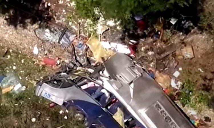 MG: PRF procura motorista do ônibus que caiu de viaduto na BR-381 em João Monlevade