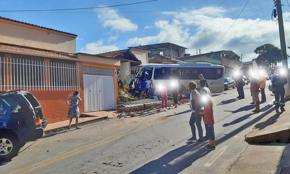 MG: Motorista de micro-ônibus tenta atropelar ex-namorada em Congonhas