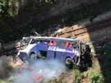 Vídeo: Ônibus cai de viaduto na BR-381 em João Monlevade nesta tarde de sexta-feira