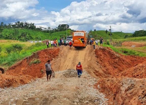 Acre: Trecho da BR-364 que dá acesso a cidade de Cruzeiro do Sul é recuperado