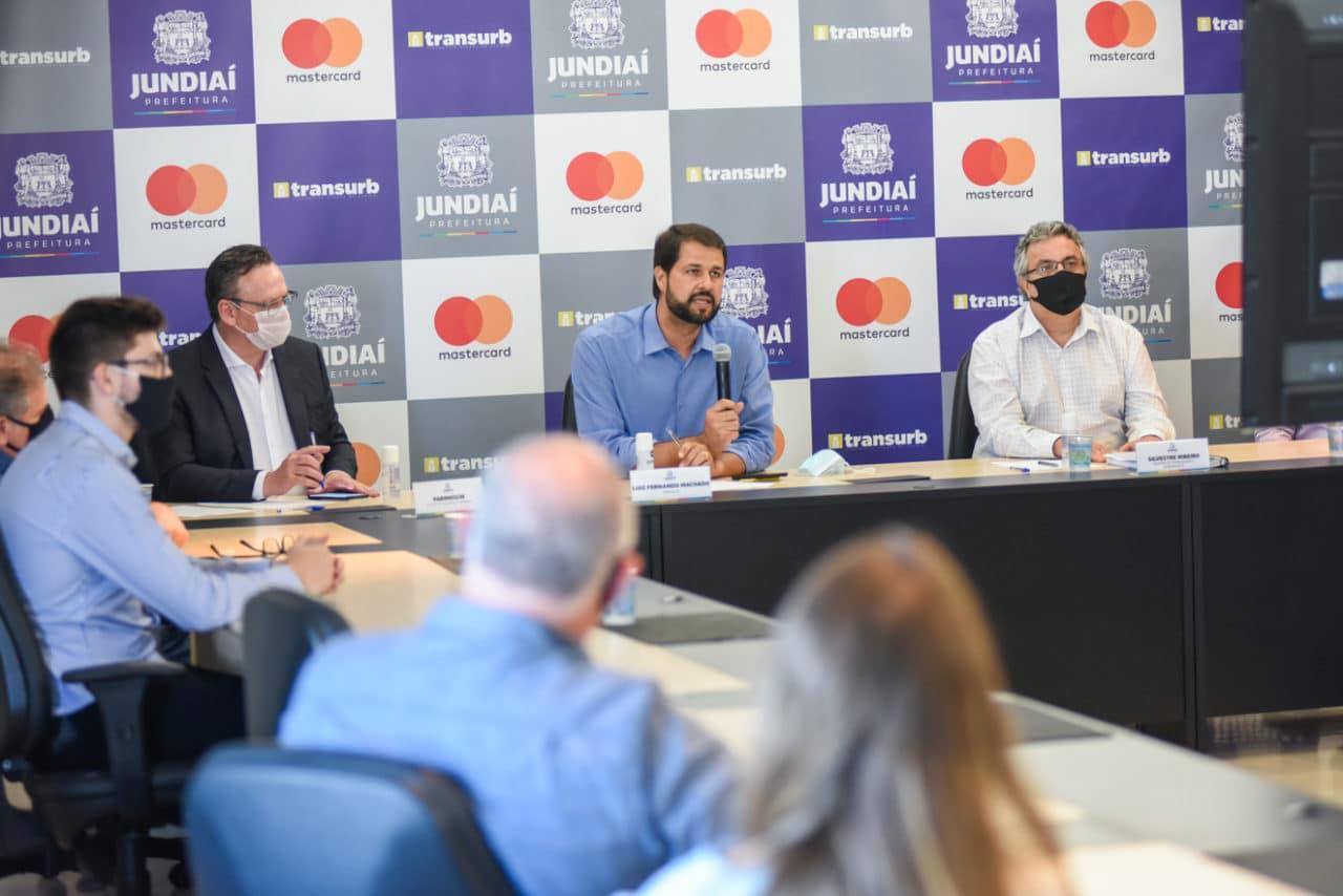 SP: Jundiaí anuncia que município é o primeiro da América Latina a ter pagamento por aproximação em 100% dos ônibus