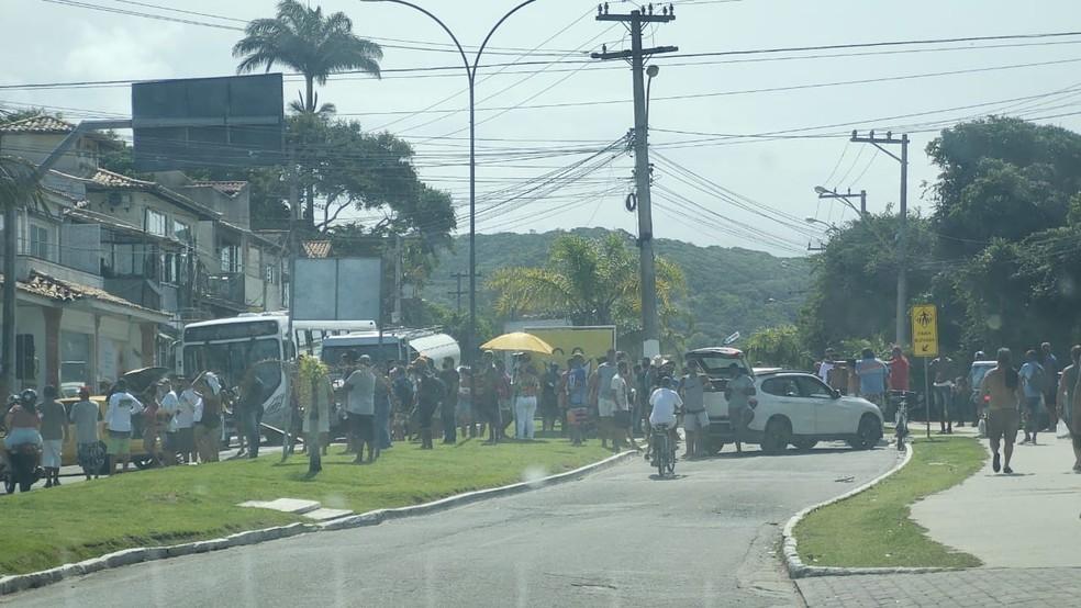 Búzios: Manifestação fecha acesso ao centro da cidade contra decisão que impede a entrada de turistas – Vídeo