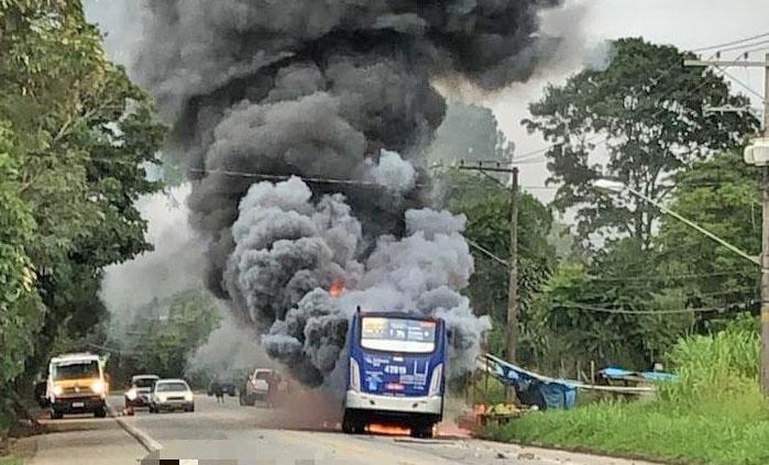 SP: Acidente entre morto e ônibus da EMTU, deixa um morto em Mogi das Cruzes