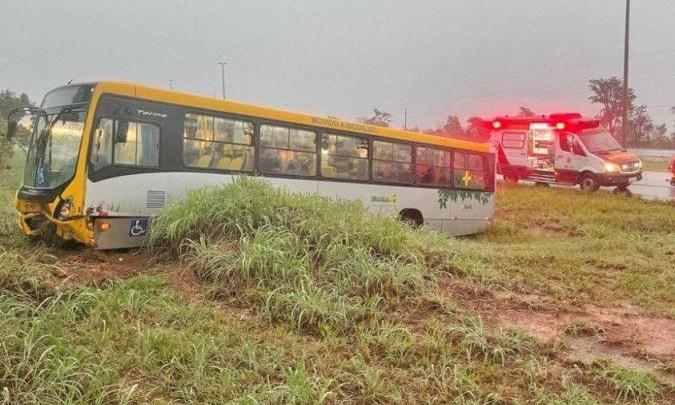 DF: Ônibus da Viação Piracicabana sai da pista e deixa 6 feridos neste sábado