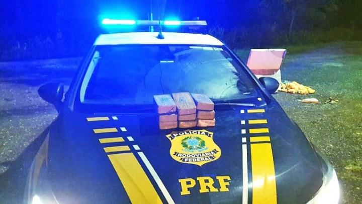 MT: PRF encontra 12 kg de pasta base de cocaína em caixa térmica dentro de ônibus