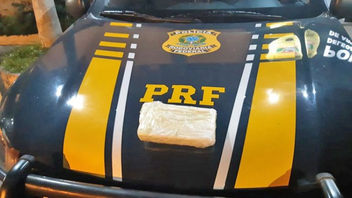 SP: PRF prende passageiro de ônibus por tráfico de entorpecente em fiscalização na Via Dutra