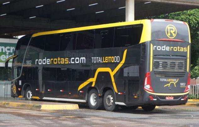 SP: Ônibus da Rode Rotas invade plataforma de passageiros em Campinas