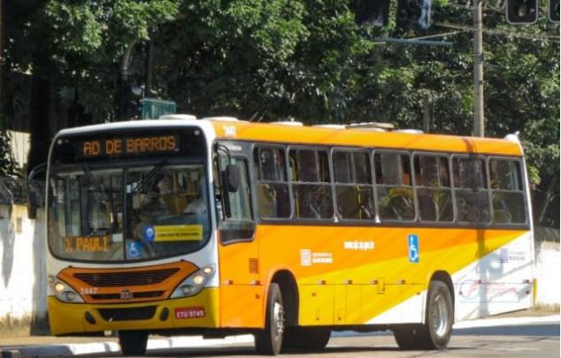 SP: Ônibus da Viação Joseense acaba atolado na Estrada do Roncador em São José dos Campos