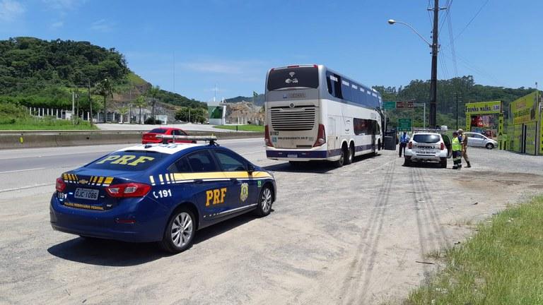 SC: PRF prende passageiro de ônibus por importunação sexual na BR-101 em Penha
