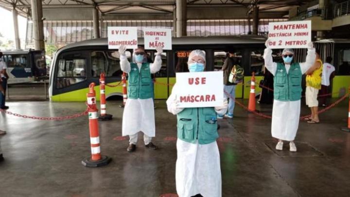 Belo Horizonte realiza ações de conscientização contra a Covid-19 em estações de ônibus