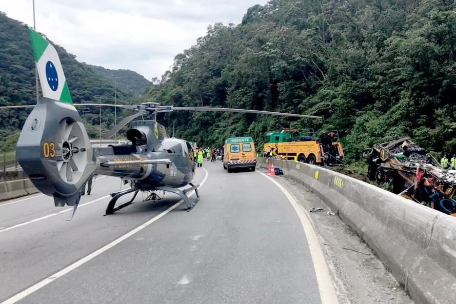 Guaratuba: Sobe para 19 o número de mortos  no acidente com ônibus DD na BR-376