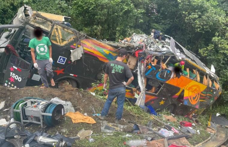 Governo do Pará solicita apoio aéreo para condução de vítimas após acidente com ônibus na BR-364 em Guaratuba/SC