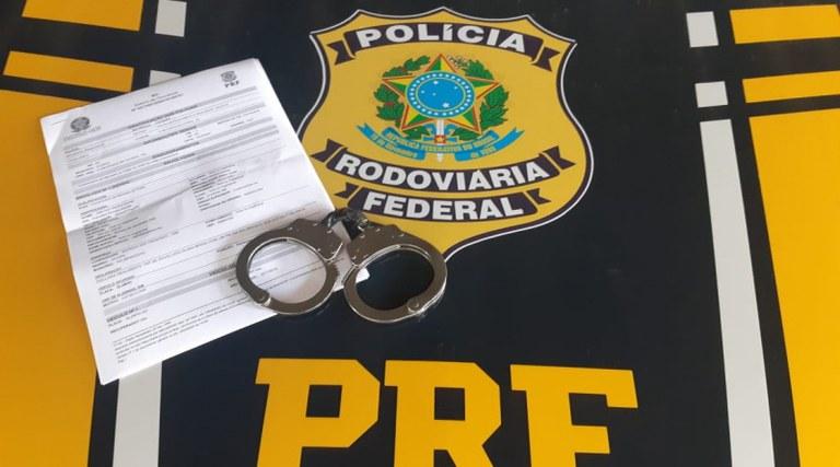 MG: PRF apreende passageiro de ônibus com mandado de prisão em aberto, em São Gonçalo do Sapucaí