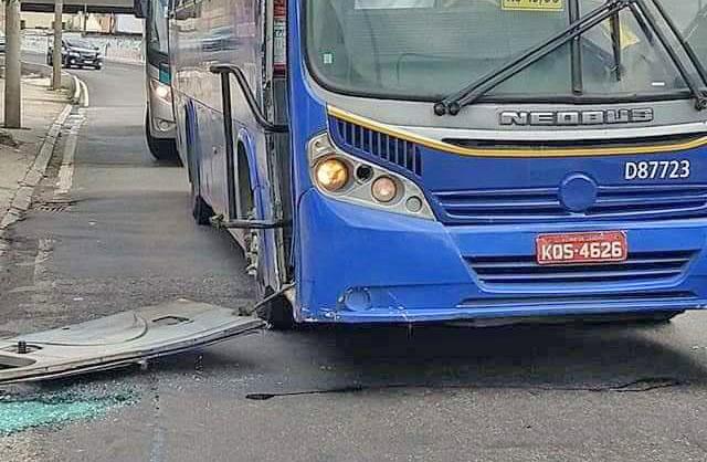 Rio: Ônibus da Expresso Pégasos perde a porta nas proximidades da Rodoviária Novo Rio