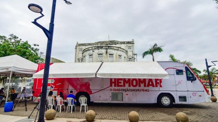 Ônibus do Hemomar estaciona no Centro de São Luís