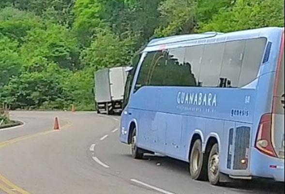 CE: Acidente entre ônibus e dois caminhões chama atenção em Ipu – Vídeo