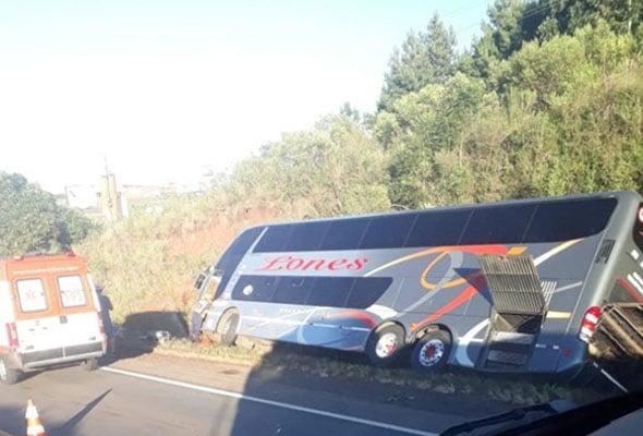 RS: Ônibus Double Deck quase tomba na BR-285 na região de Carazinho