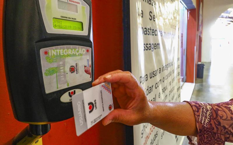 Curitiba: Prefeitura diz que pessoas com covid-19 terão cartão-transporte bloqueado por sete dias