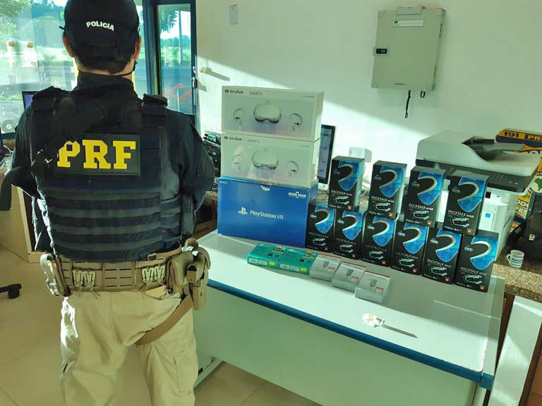 SP: PRF apreende produtos contrabandeados e passageiro de ônibus na BR-153 em Guaiçara