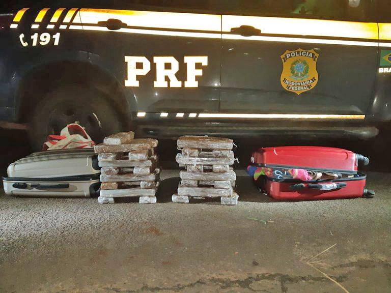 SP: PRF apreende adolescente com 33 quilos de entorpecentes em ônibus na BR 153