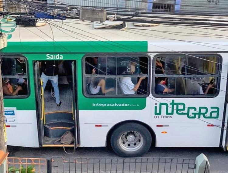 Salvador: Bandidos fazem arrastão em ônibus da OT Trans no São Caetano nesta manhã de terça-feira