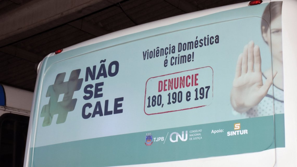 João Pessoa: Campanha #NãoSeCale de combate à violência contra a mulher circula em ônibus da capital