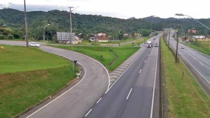 SP: Arteris Régis Bittencourt irá realizar serviços no pavimento em retorno no município de Juquitiba